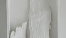 d'ASSIGNIES Isabelle, n°203, refends de bois de chauffage cire d'abeille peinture, 23,5x42,5x7,5cm, 2008