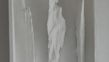 d'ASSIGNIES Isabelle, n°208, refends de bois de chauffage cire d'abeille peinture, 23,5x42,5x7,5cm, 2008