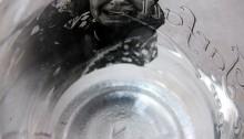 Alice DOURENN Femme qui crie au sirop 3 détail, h. 17 cm tirage unique argentique dans pot de verre 2016